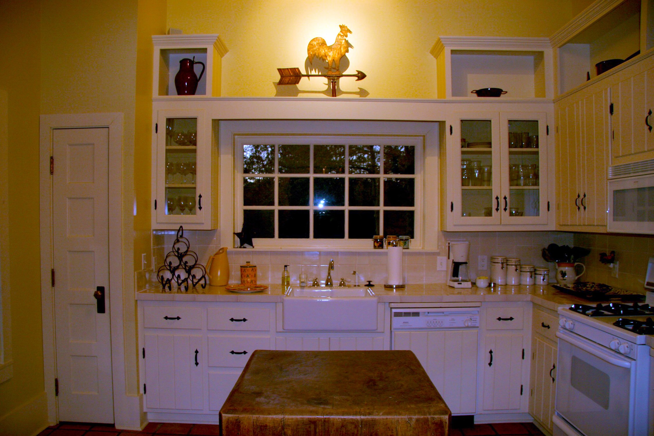 rooster-cottage-kitchen