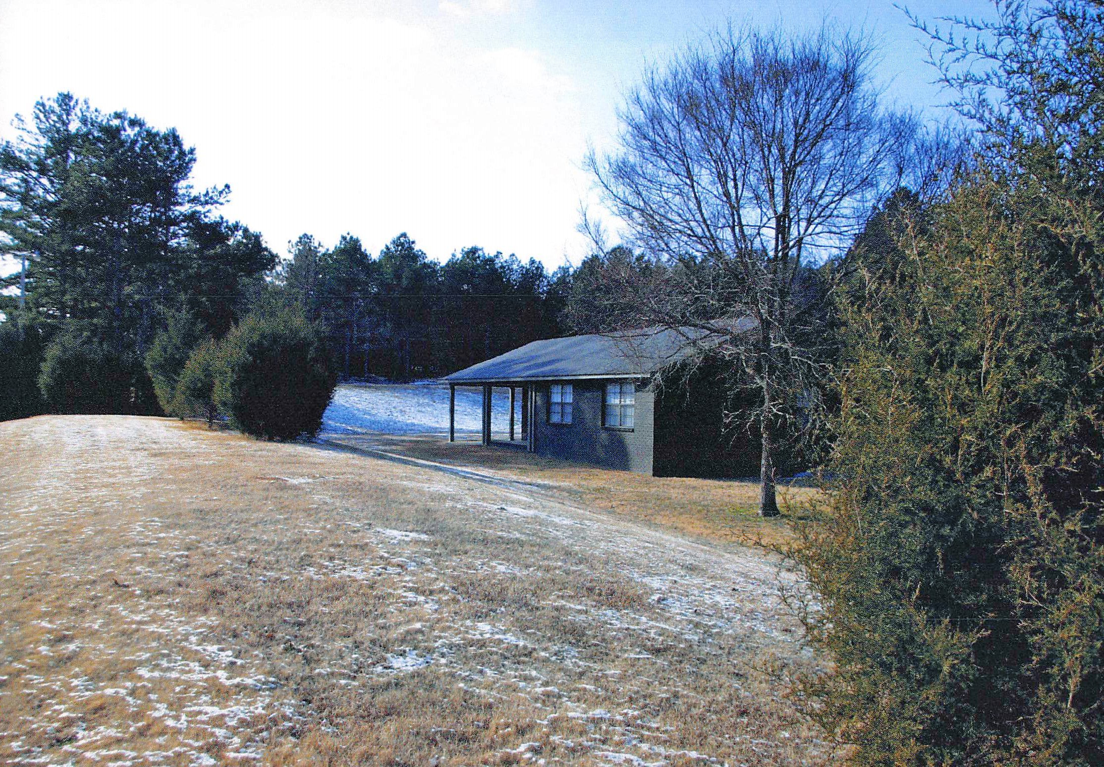 Berm House at Lone Oaks Farm